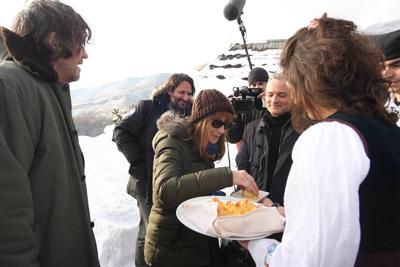 FILMSKI FESTIVAL KUSTENDORF - Francuska-glumica-Izabel-Iper-uzima-parce-gibanice-u-prisustvu-reditelja-Emira-Kusturice