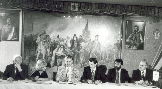 Srpski-klub-Sindjelic-i-dr-M.-Vukas-(u-sredini),-Geteborg-1990